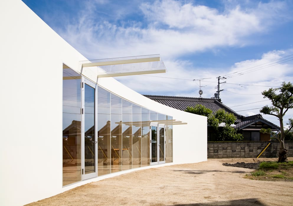 minimalistic Living room by VuA(ブイユーエー)