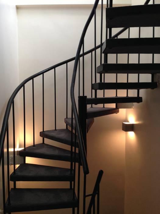 escalier: Maisons de style de style Moderne par MIS EN CHANTIER