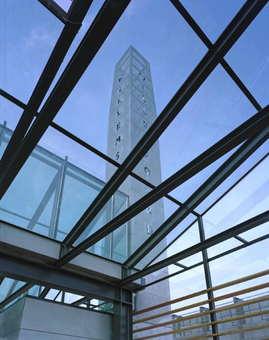 """""""Schoorsteen"""":  Kantoor- & winkelruimten door het architectenforum"""