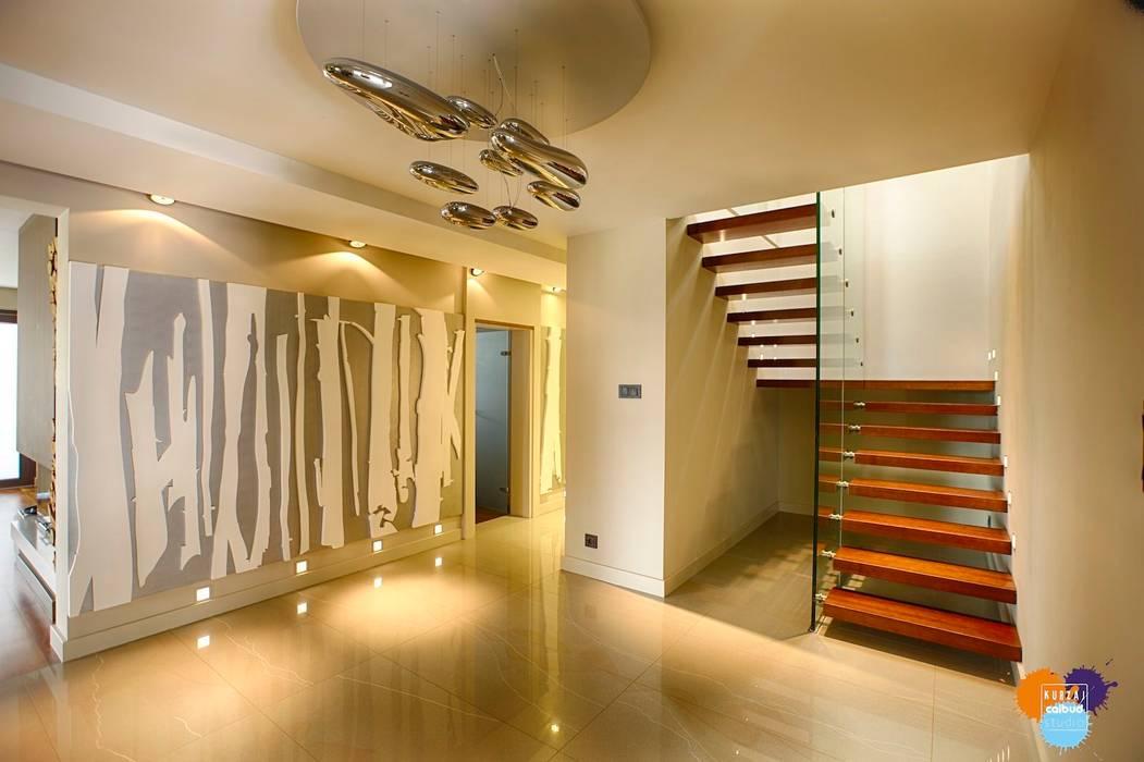 DOM W KOSZALINIE Studio Projektowe Projektive Nowoczesny korytarz, przedpokój i schody