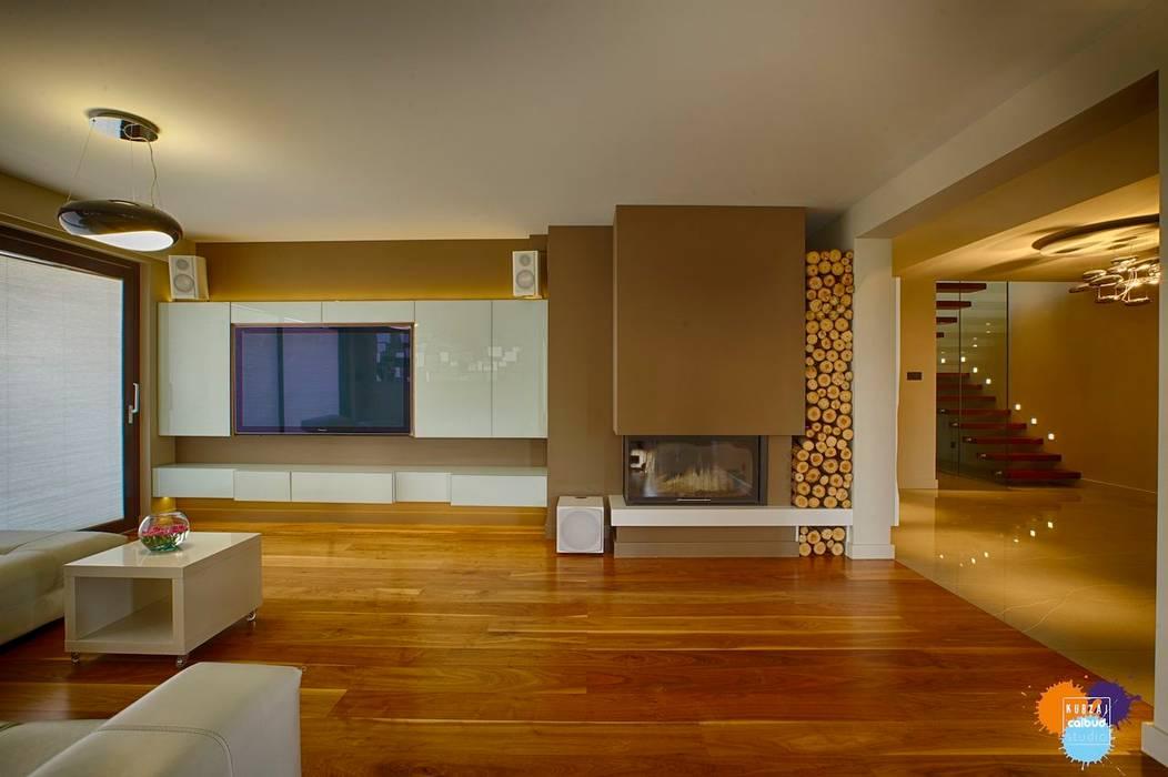 DOM W KOSZALINIE : styl , w kategorii Salon zaprojektowany przez Studio Projektowe Projektive