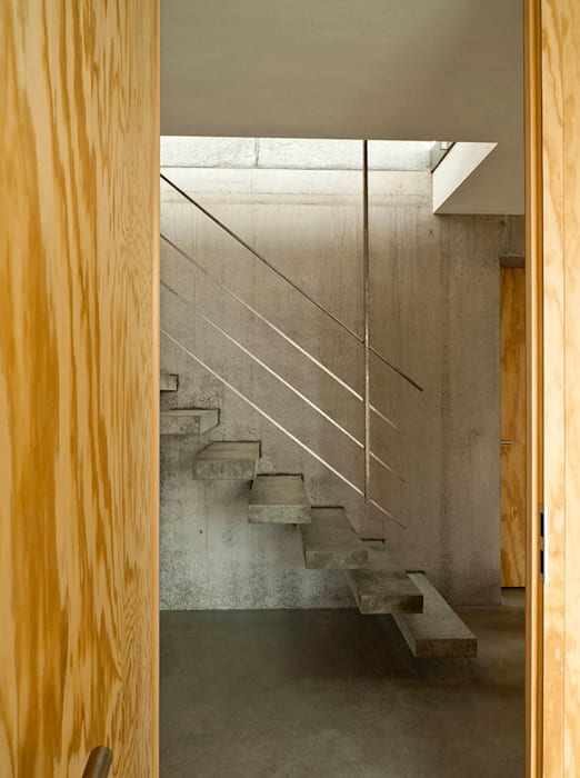 Wohnhaus am Hang, Wyhlen Moderner Flur, Diele & Treppenhaus von GIAN SALIS ARCHITEKT Modern