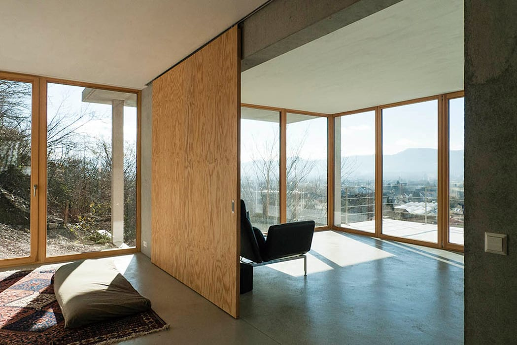Wohnhaus am Hang, Wyhlen Moderne Fenster & Türen von GIAN SALIS ARCHITEKT Modern