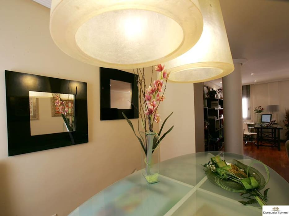 Cristal y resina: Edificios de oficinas de estilo  de CONSUELO TORRES Proyectos Globales de Interiorismo