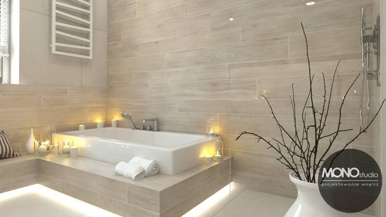 Jasne przestronne wnętrza domu w Waganowicach dają poczucie spokoju i sprzyjają relaksowi: styl , w kategorii Łazienka zaprojektowany przez MONOstudio