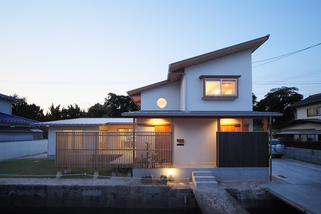 Houses by ATELIER TAMA, Eclectic
