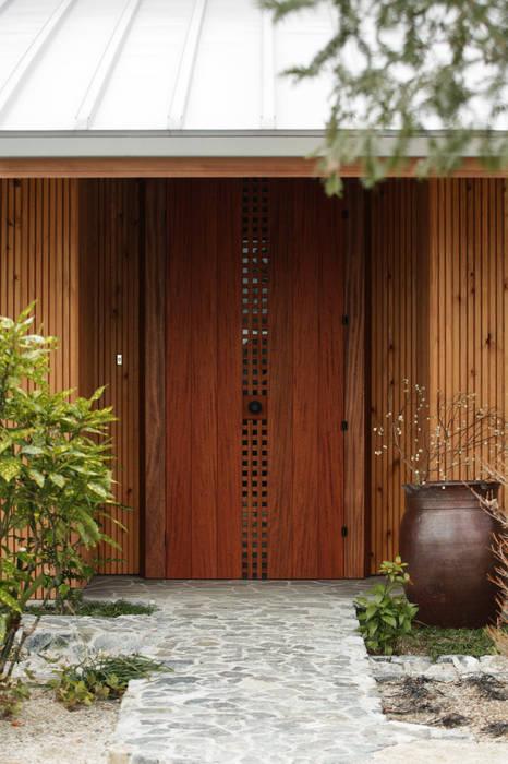 Puertas y ventanas eclécticas de Schri Kakinuma Ecléctico