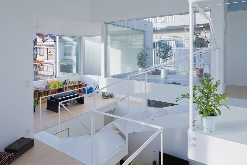 House in Chayagasaka Salas de estilo moderno de 近藤哲雄建築設計事務所 Moderno