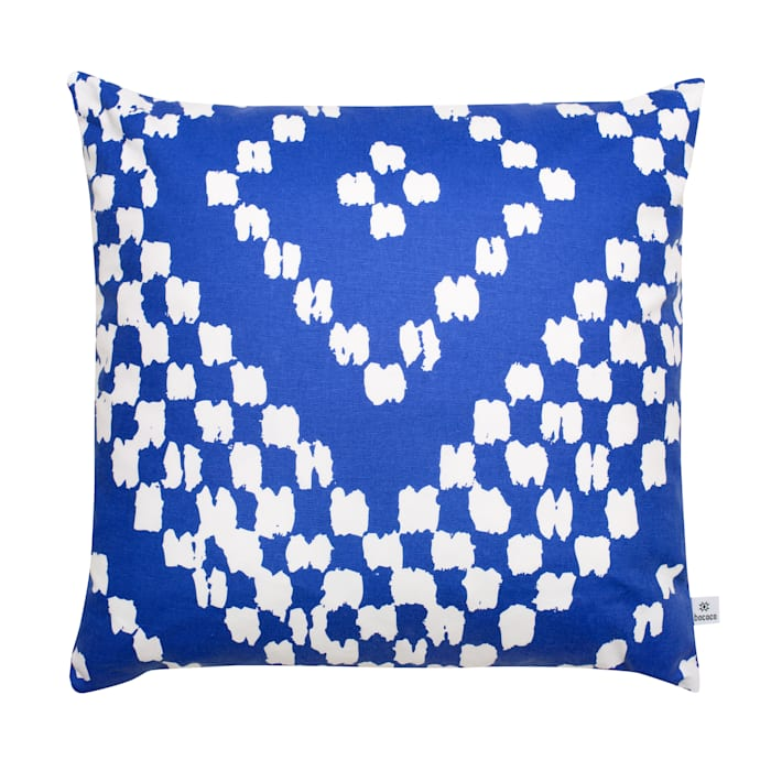 Makati Cushion:  Living room by bococo,