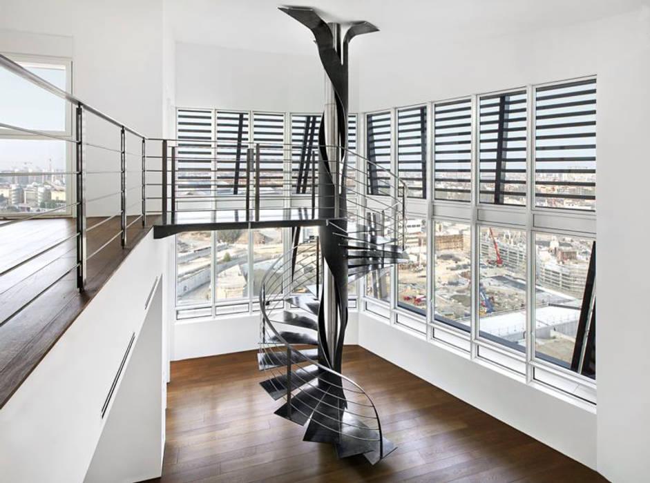 SCALA ELICOIDALE - MILANO -CITYLIFE Andrea Rossini Architetto Ingresso, Corridoio & Scale in stile moderno
