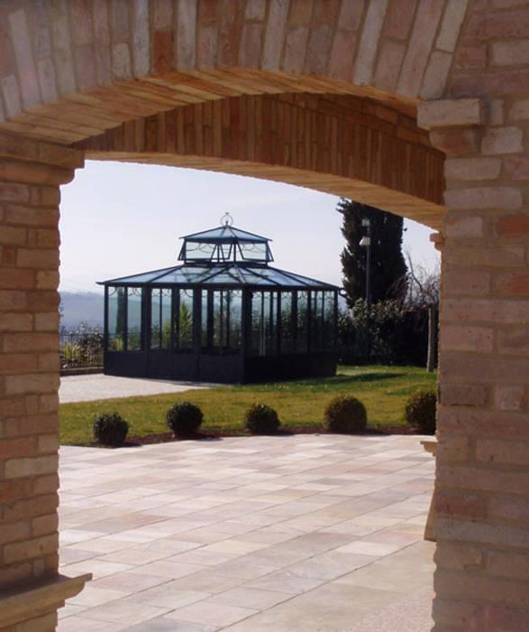 SALA DI LETTURA: Hotel in stile  di Cagis