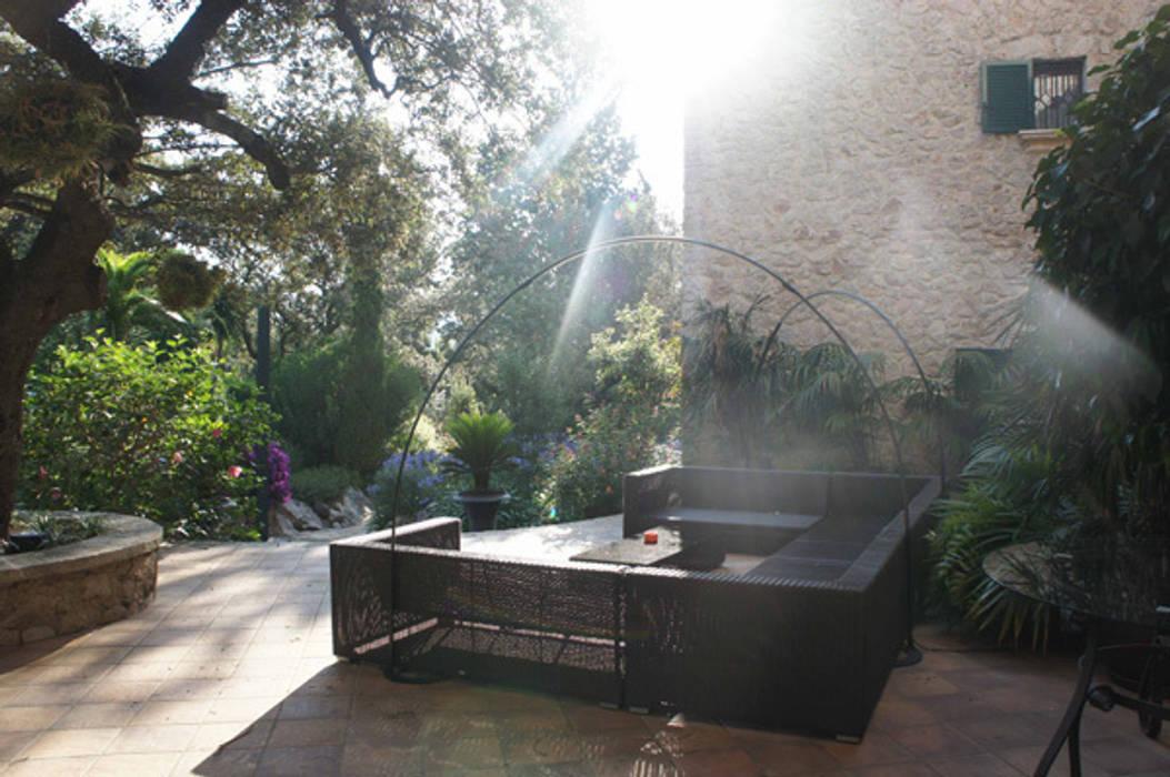 Interiosmo casa en Mallorca: Terrazas de estilo  de Isa de Luca