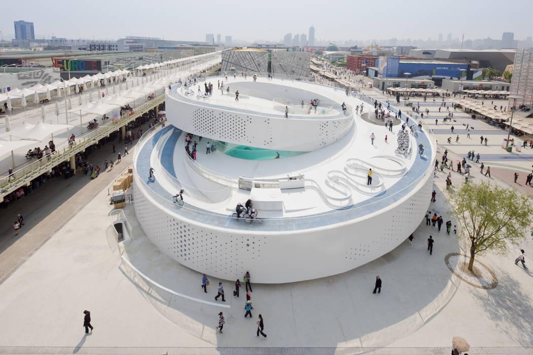 EXPO 2010 DANISH PAVILION BIG-BJARKE INGELS GROUP Diseño de ferias de estilo moderno