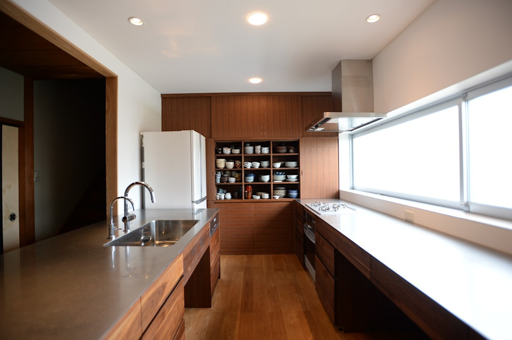 Kitchen by SHUSAKU MATSUDA & ASSOCIATES, ARCHITECTS
