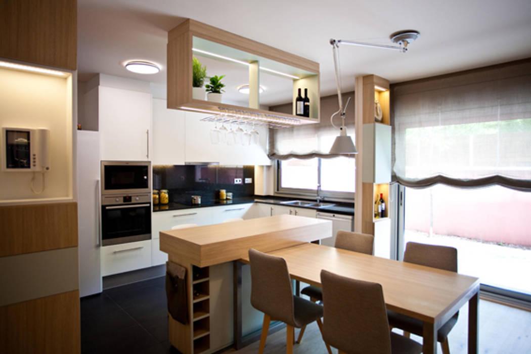 Cocina- comedor: Casas de estilo  de Romina Gris