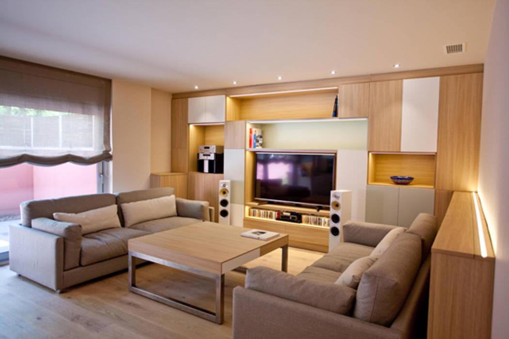 Sala de estar Romina Gris Casas de estilo moderno