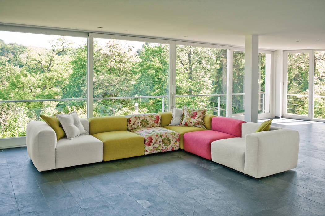 Sofa (nach maß)...: wohnzimmer von home schlafen & wohnen gmbh | homify
