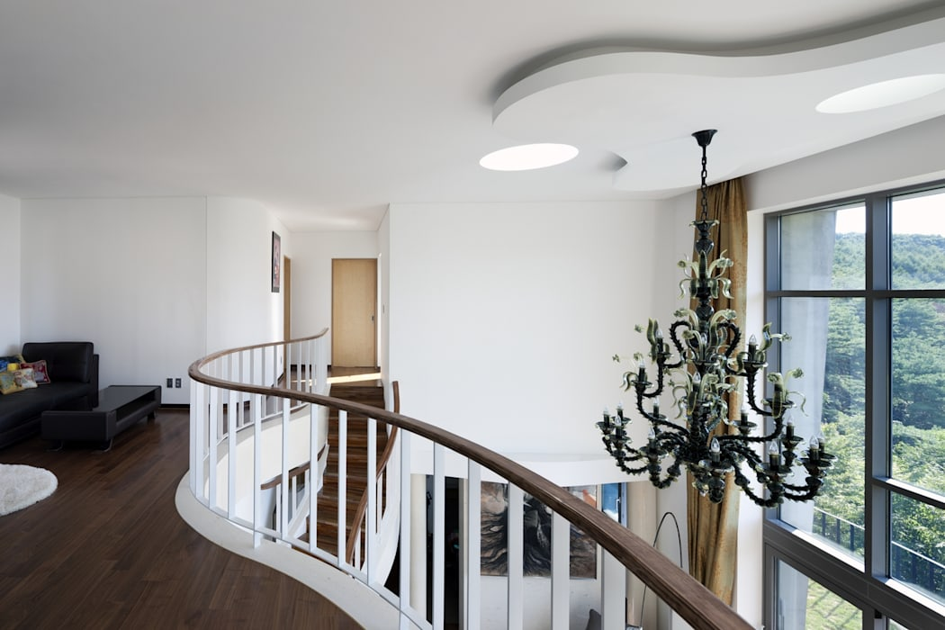 A house on the cliff Modern Corridor, Hallway and Staircase by studio_GAON Modern