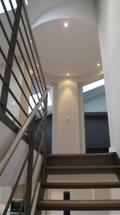 Escalier en loft Couloir, entrée, escaliers industriels par Philippe Ponceblanc Architecte d'intérieur Industriel