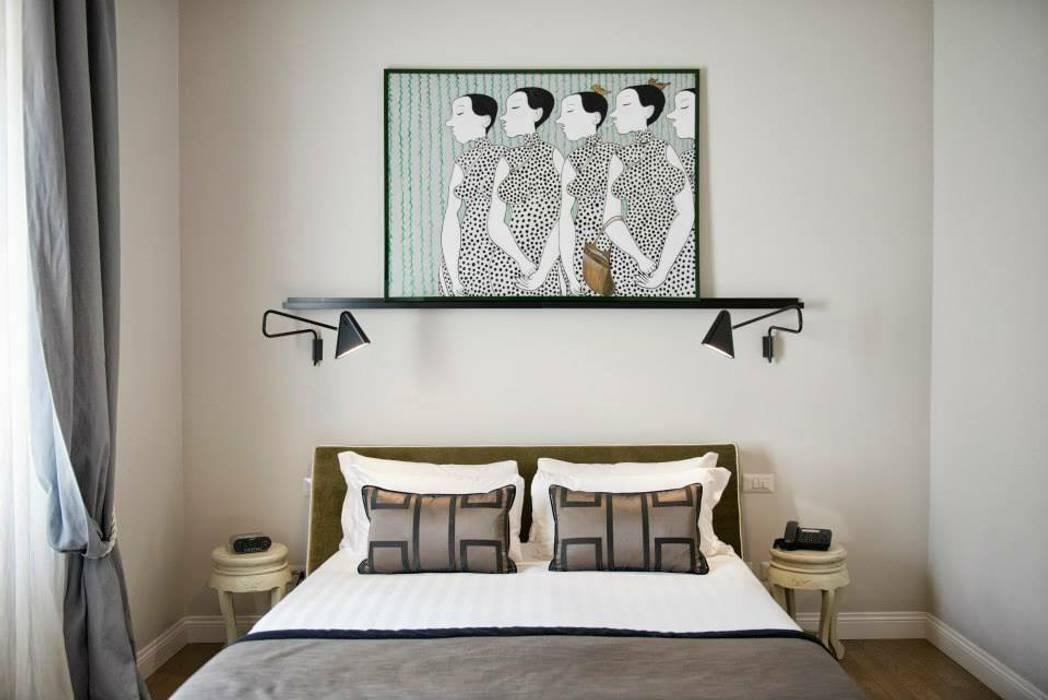 VOLTURNO: Camera da letto in stile in stile Moderno di MOB ARCHITECTS