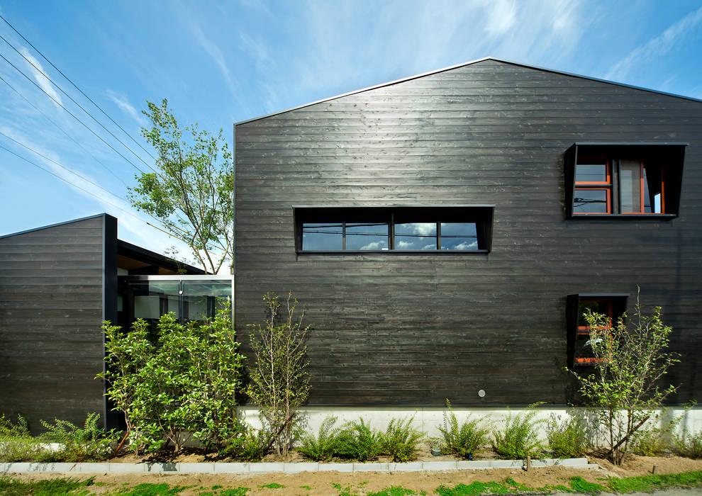 道路に面した外観 日本家屋・アジアの家 の 石井智子/美建設計事務所 和風