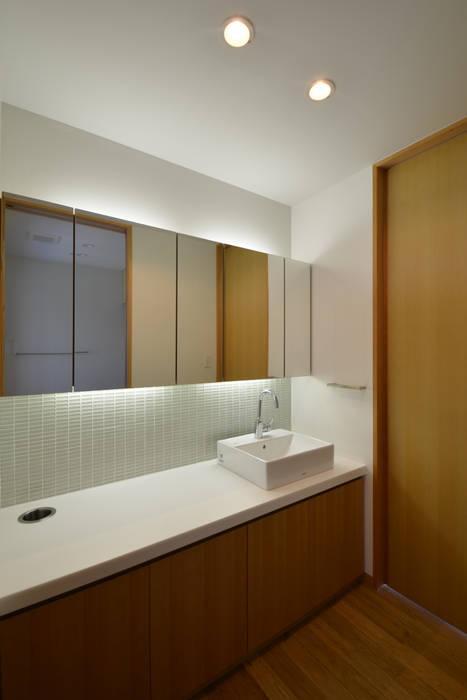 洗面: TEKTON | テクトン建築設計事務所が手掛けた浴室です。