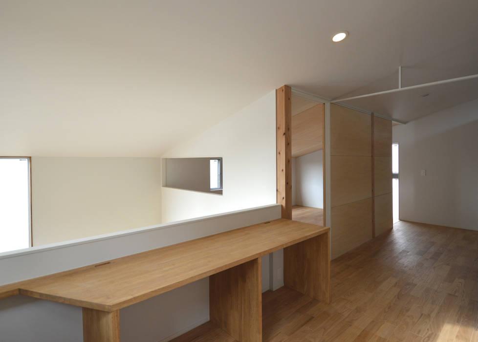 5人家族の家 アトリエKUKKA一級建築士事務所/ atelier KUKKA architects モダンスタイルの 玄関&廊下&階段