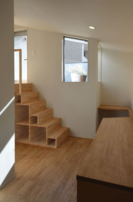 アトリエKUKKA一級建築士事務所/ atelier KUKKA architects Modern Corridor, Hallway and Staircase