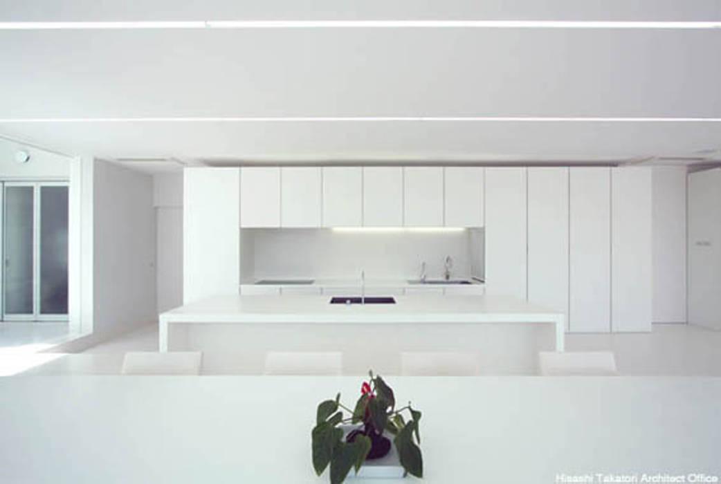 Cocinas de estilo minimalista de 鷹取久アーキテクトオフィス Minimalista