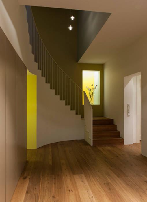 Agneshaus: modern  von Fischer Lichtgestaltung,Modern