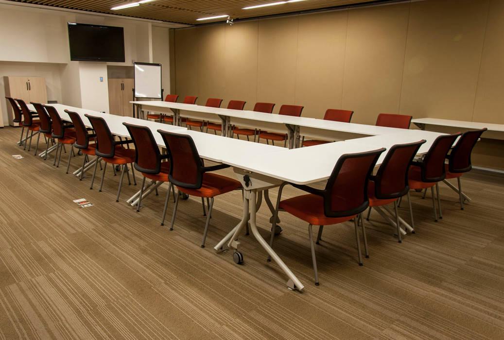 Corporativo Siemens: Estudios y oficinas de estilo  por Serrano Monjaraz Arquitectos, Moderno