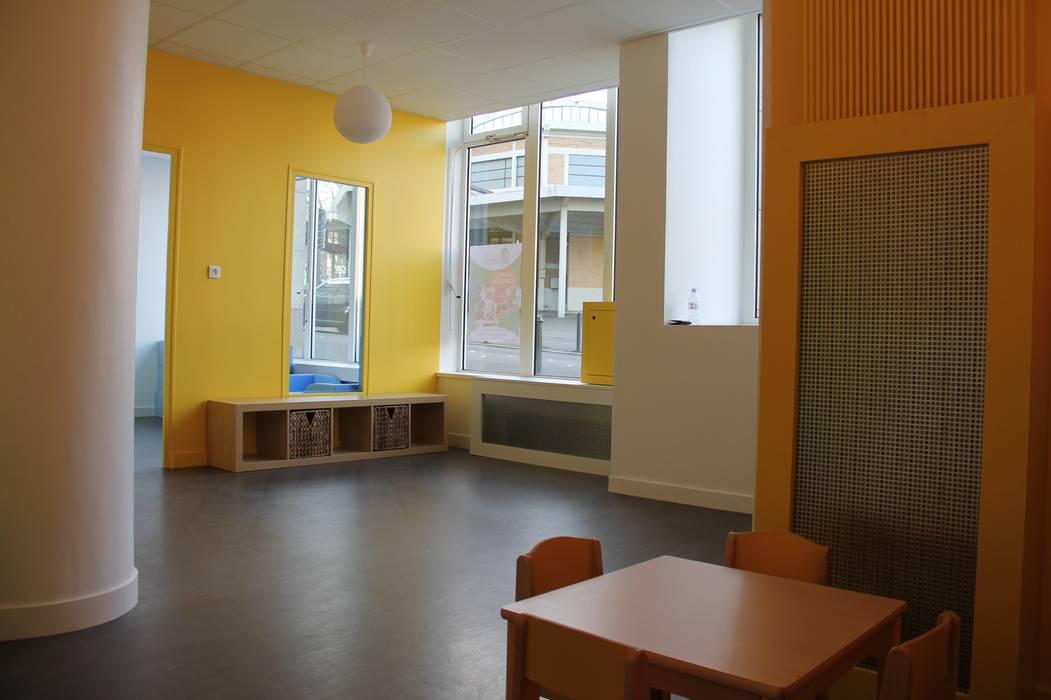 Salle d'éveil par CARTON architectures Moderne