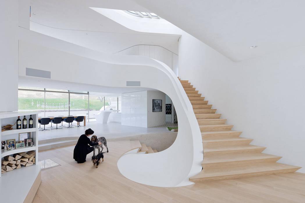 Haus am Weinberg Minimalistische gangen, hallen & trappenhuizen van UNStudio Minimalistisch