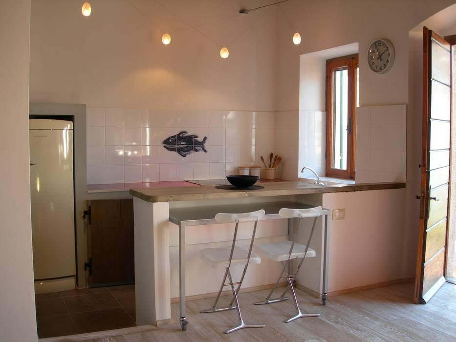 Zona Cucina: Cucina in stile  di 70m2 Studio di architettura