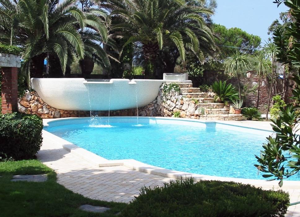 Piscina Privata - Forte dei Marmi: Piscina in stile  di culligan piscine