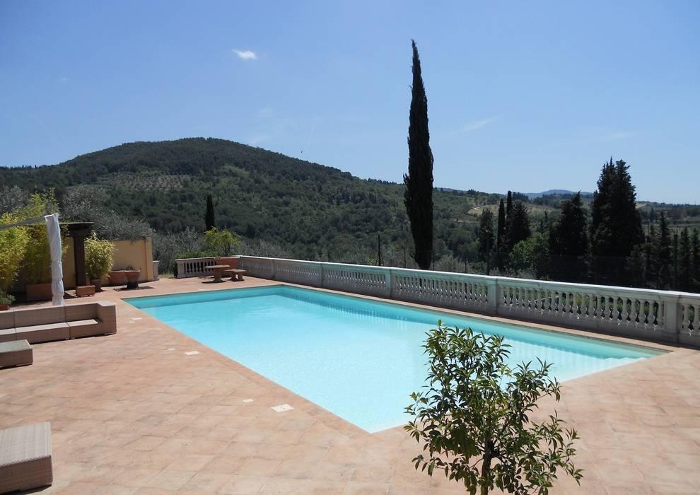 Piscina Privata – Antella Bagni a Ripoli : Piscina in stile in stile Eclettico di culligan piscine