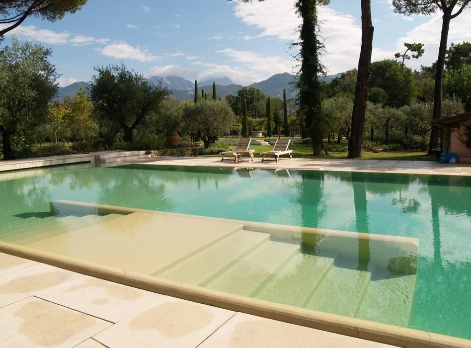 Piscina Privata - Pietrasanta (LU): Piscina in stile  di culligan piscine