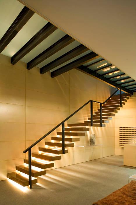 Masaryk 123 Pasillos, vestíbulos y escaleras modernos de Serrano Monjaraz Arquitectos Moderno