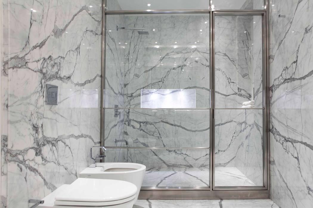 Salle de bain moderne par LIVE IN Moderne