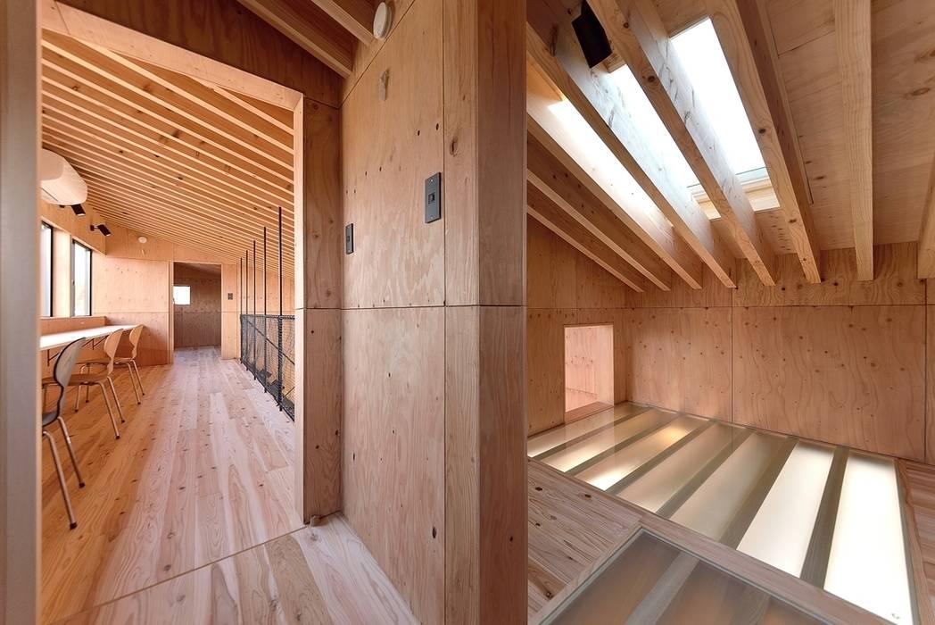 Koridor & Tangga Modern Oleh 株式会社長野聖二建築設計處 Modern