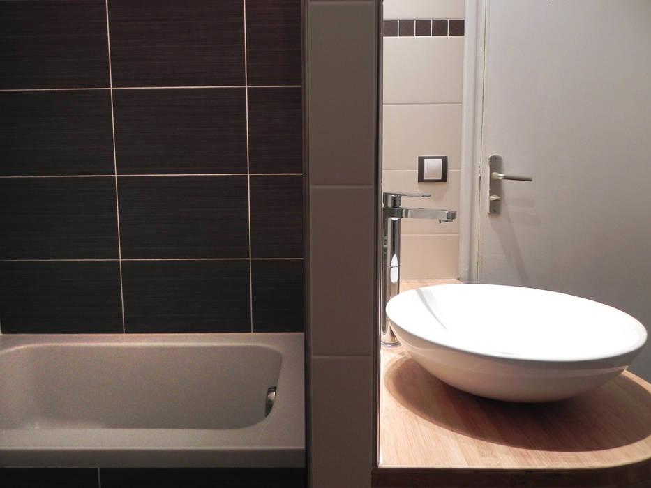 DEUX SOUS-ESPACES Salle de bain moderne par Contamin et Bioley architectes Moderne
