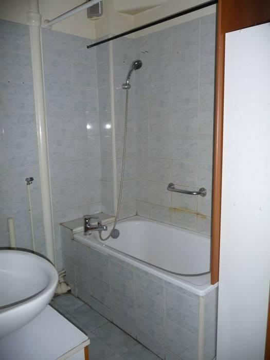AVANT TRAVAUX: Salle de bains de style  par Contamin et Bioley architectes