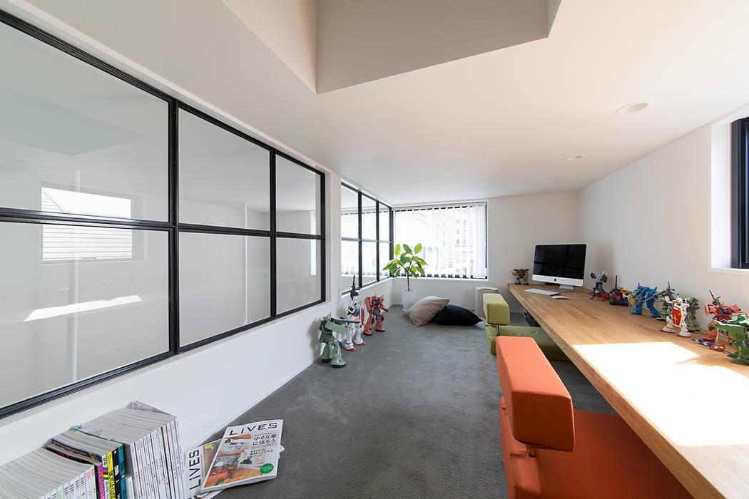 秘密基地のある家: ラブデザインホームズ/LOVE DESIGN HOMESが手掛けた書斎です。