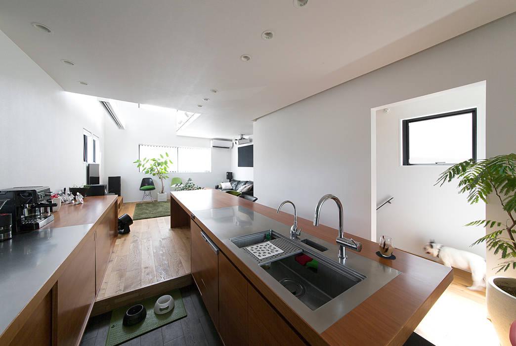 秘密基地のある家: ラブデザインホームズ/LOVE DESIGN HOMESが手掛けたキッチン収納です。