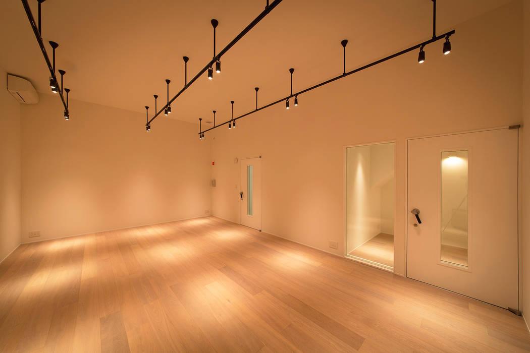 非日常スタジオ付ガレージ住宅: ラブデザインホームズ/LOVE DESIGN HOMESが手掛けた家です。,オリジナル
