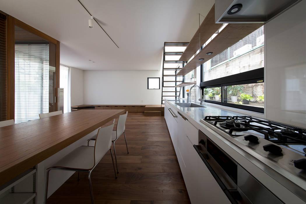 ノスタルジックグリーンハウス: ラブデザインホームズ/LOVE DESIGN HOMESが手掛けたキッチン収納です。