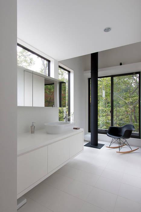森の緑を楽しむみんなの集まる家: ラブデザインホームズ/LOVE DESIGN HOMESが手掛けた浴室です。