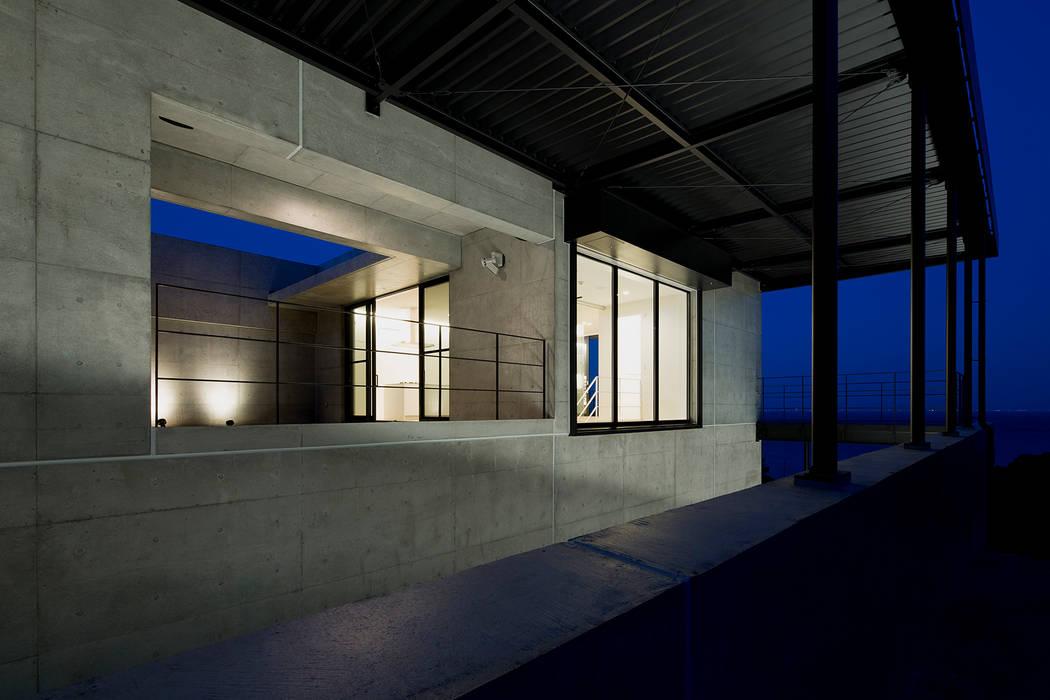 非日常スタジオ付ガレージ住宅: ラブデザインホームズ/LOVE DESIGN HOMESが手掛けた別荘です。