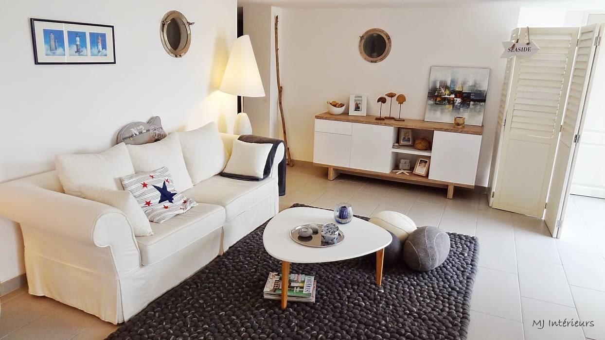 Le salon Maisons modernes par MJ Intérieurs Moderne
