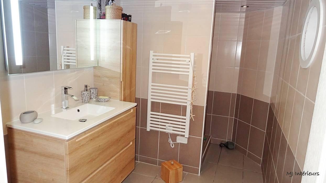 La salle de bain: Maisons de style de style Moderne par MJ Intérieurs